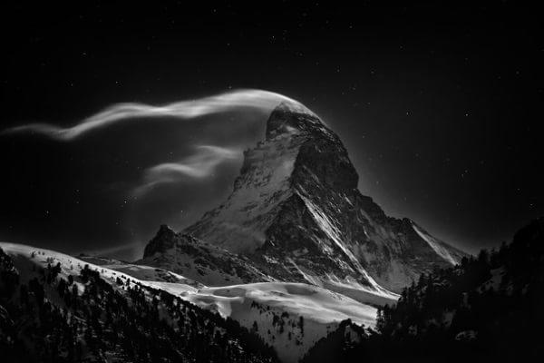 Vârful Matterhorn în lună plină