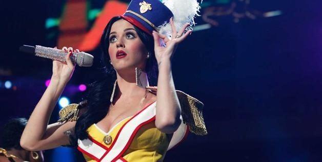 Nume de scenă - Katherine Elizabeth Hudson alias Katy Perry