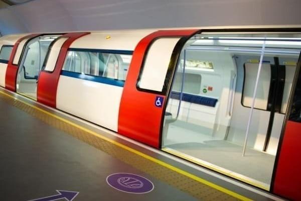 Metrou futurist la peron