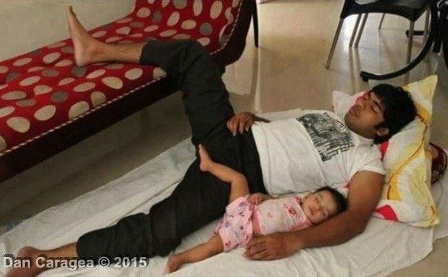 Copiii trebuie să doarmă cu părinții? - Tați dormind cu copii 2