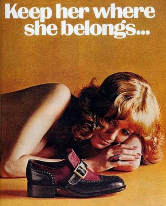 femeie care caută reclame pentru bărbați
