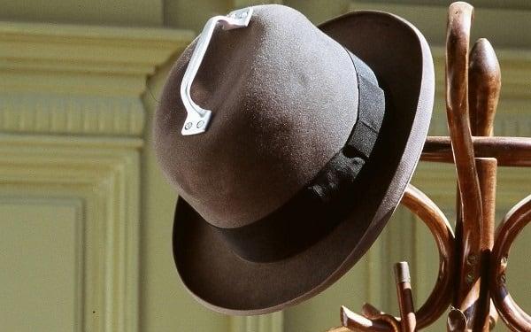 Muzeul lucrurilor fără rost - Pălărie cu mâner