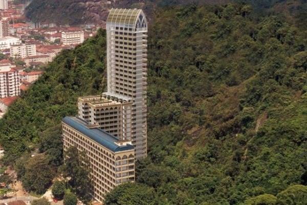 Cel mai înalt cimitir pe verticală