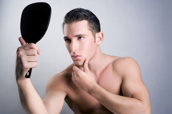 Narcisismul, o boală la modă