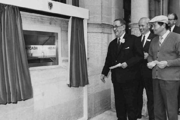 Primul bancomat a apărut acum 50 de ani